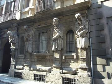 Casa_degli_omenoni_1